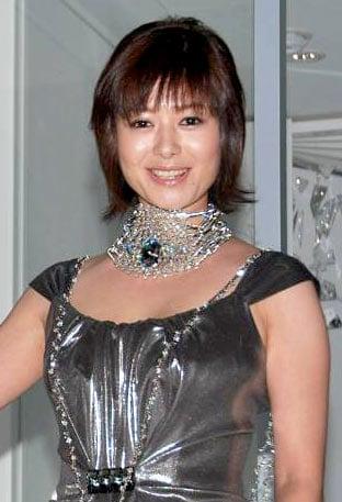 サムネイル 『スワロフスキー 表参道店』のオープニングセレモニーにゲストとして出席した真木よう子