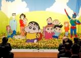 臼井儀人さんの『思い出を語る会』会場は、『クレヨンしんちゃん』のキャラクターたちに囲まれた (C)ORICON DD inc.