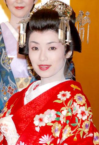 サムネイル 舞台『天璋院篤姫』の制作発表に出席した内山理名
