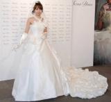 神田うのが手掛けるウエディングドレスブランド『Scena D'uno』の新作コレクションショーで、09年11月に挙式した伊東美咲が着用したドレスもお披露目された (C)ORICON DD inc.