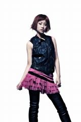2010年1月に歌手デビューが決定したIMALU