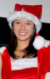 サンタクロースのコスプレを披露した浅尾美和