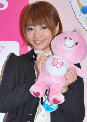 サムネイル 日本をテーマにしたケアベアの新デザイン『Sweet Sakura Bear』公開記念イベントに参加した眞鍋かをり (C)ORICON DD inc.