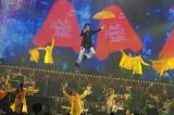 『桑田佳祐 Act Against AIDS コンサート2009』で、デビュー31年にして初のフライングを演出に盛り込んだ桑田佳祐