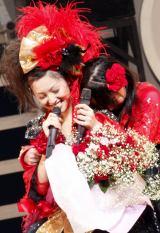 モーニング娘。を卒業した久住小春(左)【6日=東京厚生年金会館】