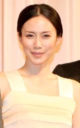 映画『スイートリトルライズ』の完成披露試写会に出席した中谷美紀