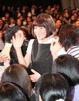 映画『のだめカンタービレ』完成披露試写会で4000人ののだめファンに囲まれながら登場する上野樹里 (C)ORICON DD inc.