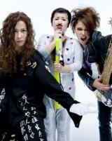 同作でガールズバンドを結成する (左から)水野美紀、舞台初出演の森三中・村上知子、ソニン