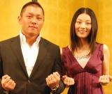 07年8月結婚報告会見を行った(左から)坂田亘と小池栄子 (C)ORICON DD inc.