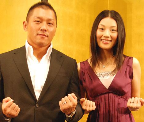 サムネイル 07年8月結婚報告会見を行った(左から)坂田亘と小池栄子 (C)ORICON DD inc.