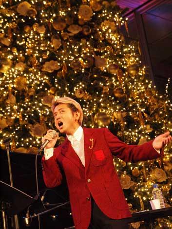 サムネイル 『Bright Christmas 2009 藤井フミヤ Special Live』を行った藤井フミヤ