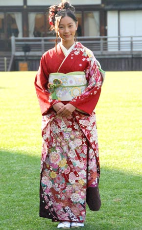 毎年恒例のオスカープロモーション『晴れ着撮影会』に参加した工藤綾乃 (C)ORICON DD inc.