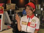 新宿区のマクドナルド店舗で働く20歳の大学生・中山由依さん