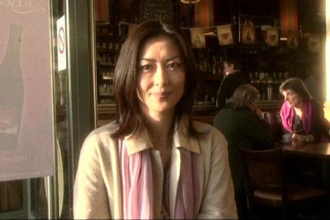 サムネイル パリのカフェで取材に応じた中山美穂