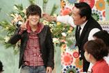 関西テレビ『トミーズのはらぺこキッチン極』年始のスペシャル番組で小栗旬風のかつらをかぶる亀田興毅