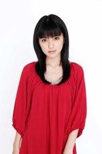 今月スタートのドラマ『半分エスパー』で主演する真野恵里菜。