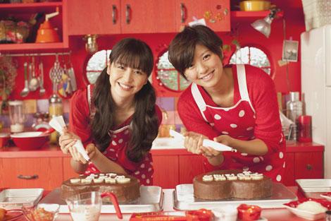 サムネイル 長澤まさみと榮倉奈々(右)が出演する『ガーナミルクチョコレート』(ロッテ)新CM