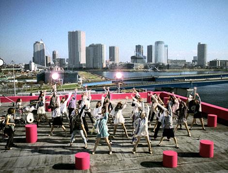 サムネイル 香里奈が32人のダンサーと踊っている『nissen.』新CM