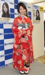 写真集『風花』の発売記念イベントに晴れ着姿で登場した黒川智花。