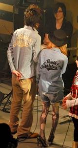 デビュー曲「BE WITH YOU」の披露イベントに梅田直樹の妻・益若つばさがペアルックで登場 (C)ORICON DD inc.
