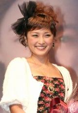 映画『ラブリーボーン』公開に先駆け主演のシアーシャ・ローナンが初来日し、石川梨華が記念の花束贈呈に駆けつけた (C)ORICON DD inc.