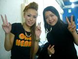 鈴木明子選手(右)がMetisのミュージックビデオに友情出演!