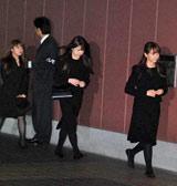 後藤真希の母・時子さんの告別式に参列したモーニング娘。OGの(左から)矢口真里、小川麻琴、藤本美貴