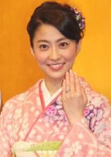市川海老蔵から贈られた婚約指輪を披露する小林麻央 (C)ORICON DD inc.