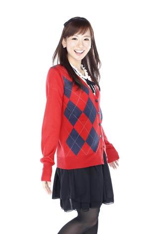 アーガイルのカーディガンでスクールガール風の皆藤愛子