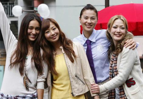 サムネイル 江角マキコ(右から2番目)が『グータンヌーボ』に復帰!(その他左から長谷川潤、優香、松嶋尚美) (C)関西テレビ