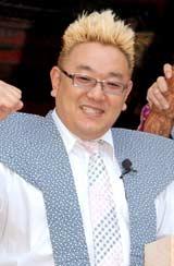 DVD『新宿与太郎狂騒曲』のヒット祈願イベントを行ったサンドウィッチマン・伊達みきお