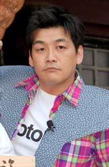 DVD『新宿与太郎狂騒曲』のヒット祈願イベントを行ったサンドウィッチマン・富澤たけし