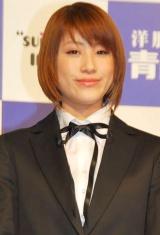 『洋服の青山』2010年度フレッシャーズラインの新イメージキャラクターを務めるIMALU (C)ORICON DD inc.