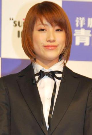 サムネイル 『洋服の青山』2010年度フレッシャーズラインの新イメージキャラクターを務めるIMALU (C)ORICON DD inc.