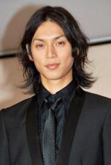 『2010年エランドール賞』新人賞を受賞した水嶋ヒロ