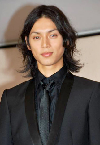サムネイル 『2010年エランドール賞』新人賞を受賞した水嶋ヒロ