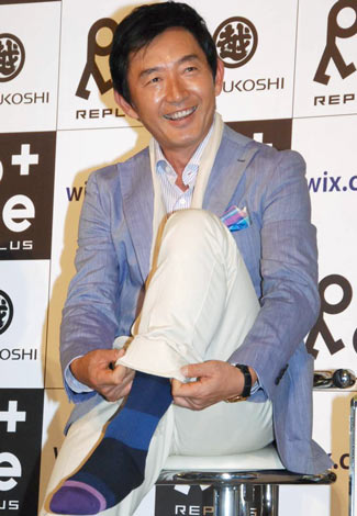 2日の会見では紳士用靴下のブランドキャラクターに就任したことを発表した石田純一 (C)ORICON DD inc.
