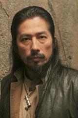 『LOST ファイナル・シーズン』でストーリーの鍵を握るDOGENに扮する真田広之(C)ABC Studios.
