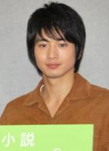 NHK連続テレビ小説『ゲゲゲの女房』取材会を行った向井理 (C)ORICON DD inc.