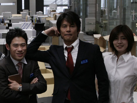 青島刑事が帰ってくる! 右から伊藤淳史、織田裕二、内田有紀(C)2010 フジテレビジョン アイ・エヌ・ピー