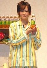 アサヒ『十六茶』の新CM発表会見にパジャマ姿で登場した新垣結衣 (C)ORICON DD inc.