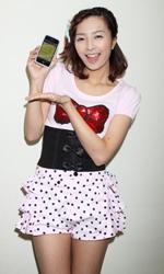 世界初のアプリ写真集の発表会見に登場した福井未菜