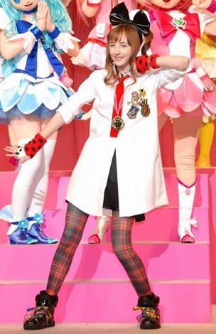 映画『プリキュアオールスターズDX2』のイベントでダンスを披露したベッキー・クルーエル (C)ORICON DD inc.