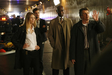 『FRINGE/フリンジ<ファースト・シーズン>』3話のワンシーン (C)2009 Warner Bros. Entertainment Inc. All Rights Reserved.