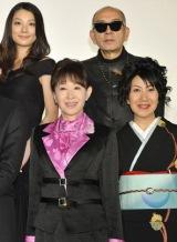 映画『人間失格』の公開前夜祭イベントに出席した(上段左から)小池栄子、荒戸源次郎監督 (下段左から)三田佳子、室井滋 (c)2010「人間失格」製作委員会