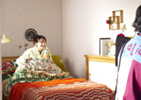 ベッドでにっこり/新垣結衣が出演する『十六茶』新CMメイキングカット