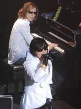 """ToshIの""""ソロラストコンサート""""『武士JAPAN』にゲスト出演したYOSHIKI (C)ORICON DD inc."""