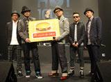 『TOKIO HOT 100 AWARD』の授賞式に登壇したRIP SLYME(左からSU、DJ FUMIYA、RYO-Z、PES、ILMARI)