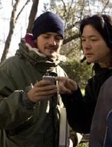 岩井監督に与えられた撮影日はわずか2日間! オーランド・ブルームと楽しげに打ち合わせする岩井俊二監督
