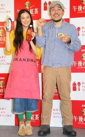 『紅茶でLet'sカフェごはん』キャンペーン発表会に出席した(左から)蒼井優、ケンタロウ (C)ORICON DD inc.
